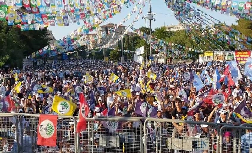 HDP DİYARBAKIR'DA BARIŞ İÇİN MİTİNG YAPTI