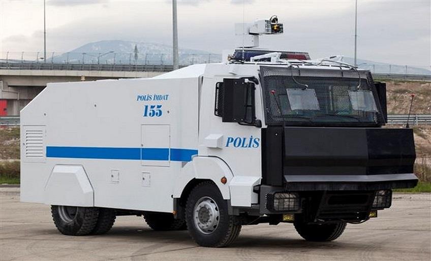 POLİSİN KULLANDIĞI TOMA YAŞLI BİR AMCAYA ÇARPTI
